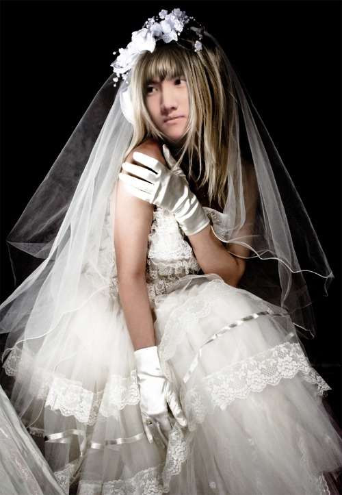 changmin-on-wedding-dress